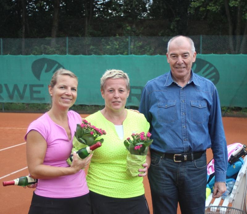 Sabine Jopen (links) vs. Petra Pisters (rechts) 6:1 6:2 Siegerehrung durch den Vorstandsvorsitzenden Gerd Lochten
