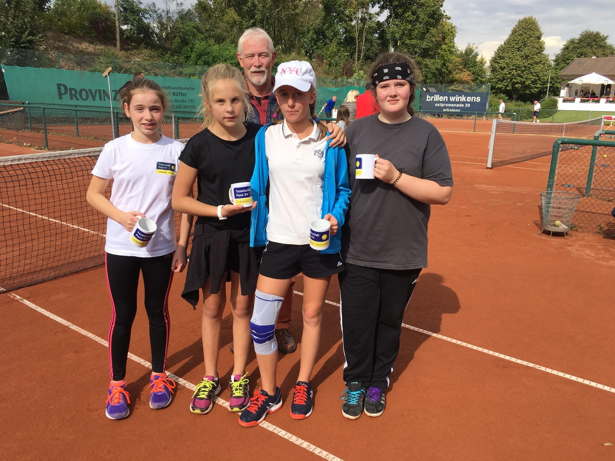 v.l. Lena Storms, Lina Valley, Rüdiger Röttger, Emily Wink, Hanna Lehmann-Weingärtner